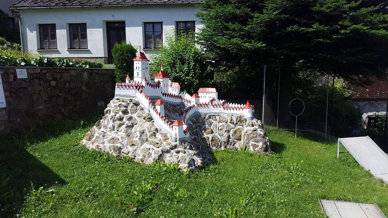 Karlštejn (ve Strmilově) prošel renovací